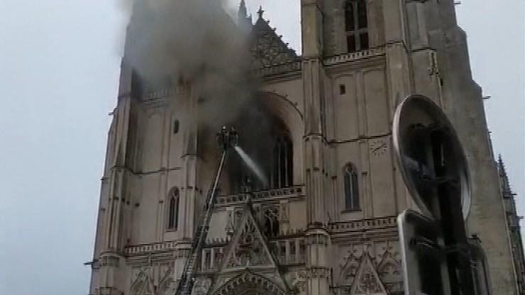 Pożar katedry w Nantes. Ponownie aresztowano afrykańskiego wolontariusza