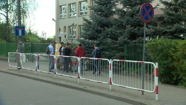 Brutalne pobicie z użyciem noża. Porachunki po zabójstwie w szkole w Wawrze?