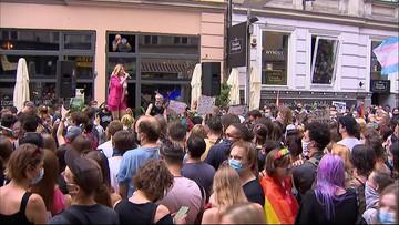 """""""Stop przemocy władzy"""". Manifestacje LGBT w całym kraju"""