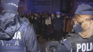 """Zablokowany protest ws. aborcji i brutalności policji. """"Zaczęły się łapanki"""""""
