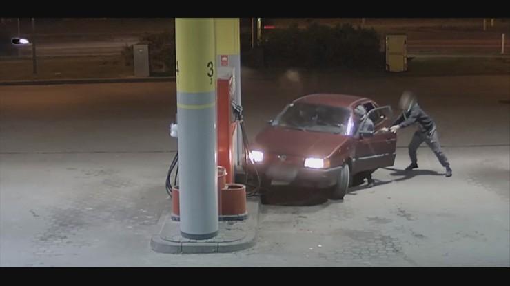 Spektakularna kradzież paliwa. Nieudolnych sprawców szuka policja [WIDEO]
