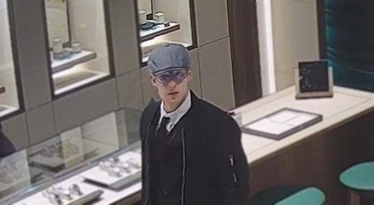 Ukradł zegarek wart ponad 100 tys. zł. Policja publikuje jego wizerunek
