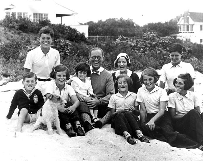 """""""Nie ma szczęśliwych Kennedych"""". Amerykańskie media znów piszą o klątwie słynnego rodu"""