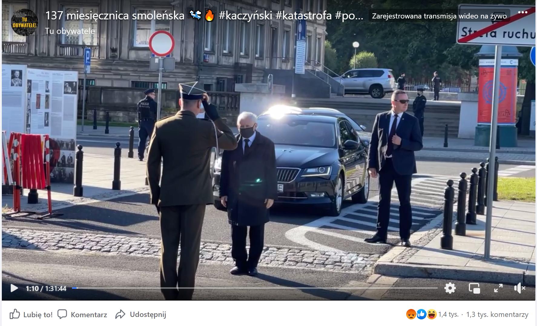 Kadr z transmisji miesięcznicy smoleńskiej na facebookowym profilu