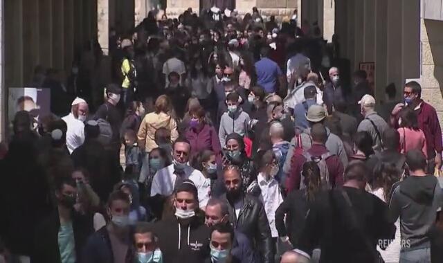 Izraelczycy ruszyli do centrów handlowych i kawiarni